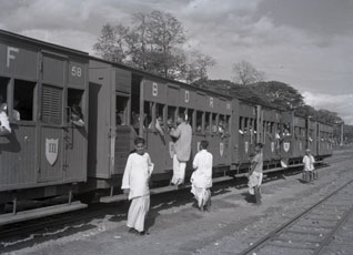 [Trains at Alipore Station]