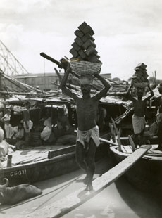 [Unloading a Barge on the Hooghly River]
