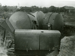 [Japanese-captured and Abandoned Searchlights]