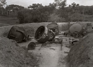 [Japanese-captures and Abandoned Searchlights]