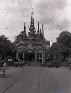 [The Shwedagon Pagoda Gate]