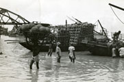 [Unloading Clay Pots on the Hooghly River]