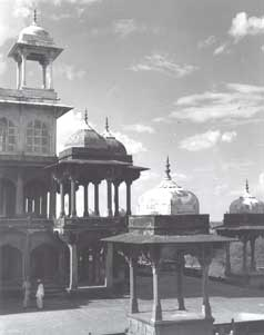 [Akbar's tomb structure]